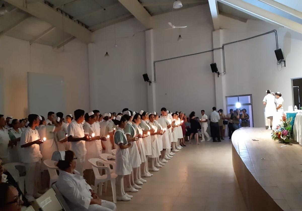 Ceremonia Paso de la Luz e imposición  de Cofias y Gafetes