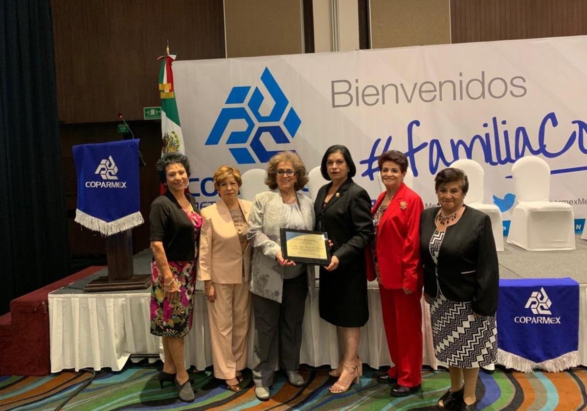 Coparmex Metropolitano reconoce a la Sra. Ma.Luisa Herrera de Moncada, Ex Presidenta Nacional de la FMPNM, A. C.